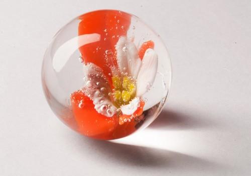 Bolas de vidrio soplado con técnica de implosión